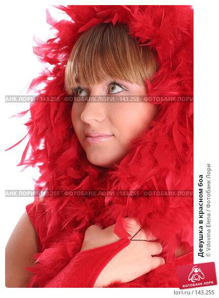 Купить «Девушка в красном боа», фото № 143255, снято 15 ноября 2007 г. (c) Vdovina Elena / Фотобанк Лори