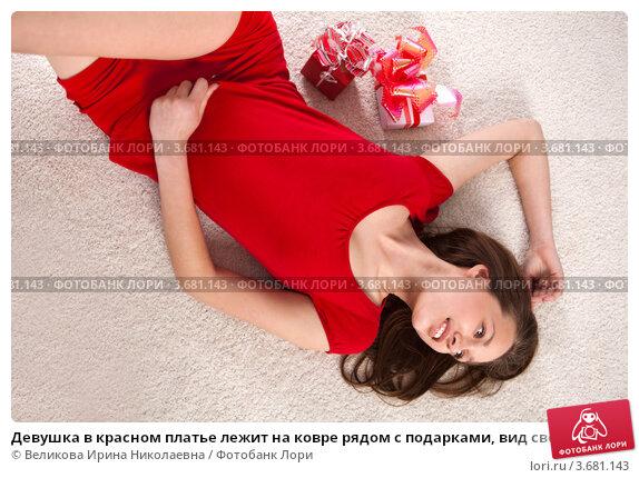 Девушка лежит сверху фото 378-20