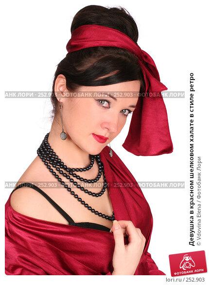 Девушка в красном шелковом халате в стиле ретро, фото № 252903, снято 26 февраля 2008 г. (c) Vdovina Elena / Фотобанк Лори