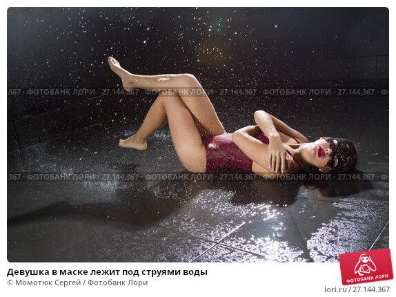 krasivaya-devushka-struyniy-orgazm-ot-struyki-vodi