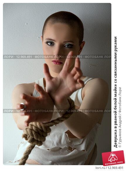 Фотосессия девушка с завязанными руками, красивой девушке делают клизму видео