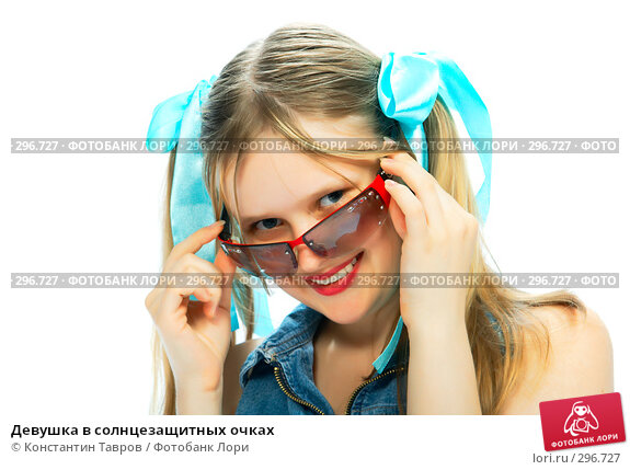 Девушка в солнцезащитных очках, фото № 296727, снято 19 июля 2007 г. (c) Константин Тавров / Фотобанк Лори