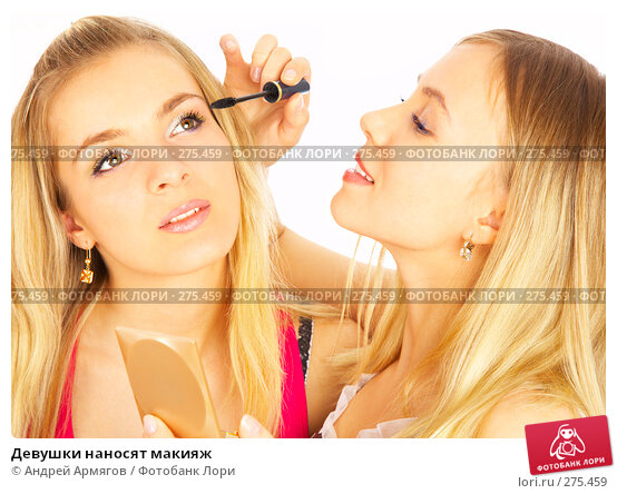 Девушки наносят макияж, фото № 275459, снято 6 марта 2008 г. (c) Андрей Армягов / Фотобанк Лори