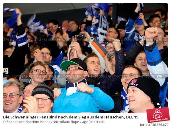Die Schwenninger Fans sind nach dem Sieg aus dem Häuschen, DEL 15... Стоковое фото, фотограф Zoonar.com/Joachim Hahne / age Fotostock / Фотобанк Лори