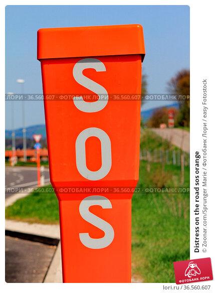 Distress on the road sos orange. Стоковое фото, фотограф Zoonar.com/Sprunger Marie / easy Fotostock / Фотобанк Лори