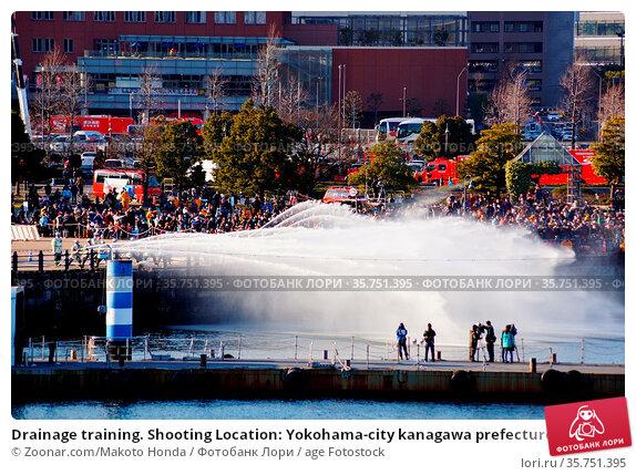 Drainage training. Shooting Location: Yokohama-city kanagawa prefecture. Стоковое фото, фотограф Zoonar.com/Makoto Honda / age Fotostock / Фотобанк Лори