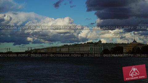 Dramatic sky over Neva river in Saint Petersburg (2018 год). Стоковое видео, видеограф Михаил Коханчиков / Фотобанк Лори