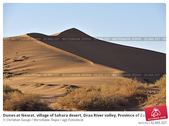 Dunes at Nesrat, village of Sahara desert, Draa River valley, Province of Zagora, Region Draa-Tafilalet, Morocco, North West Africa. Стоковое фото, фотограф Christian Goupi / age Fotostock / Фотобанк Лори