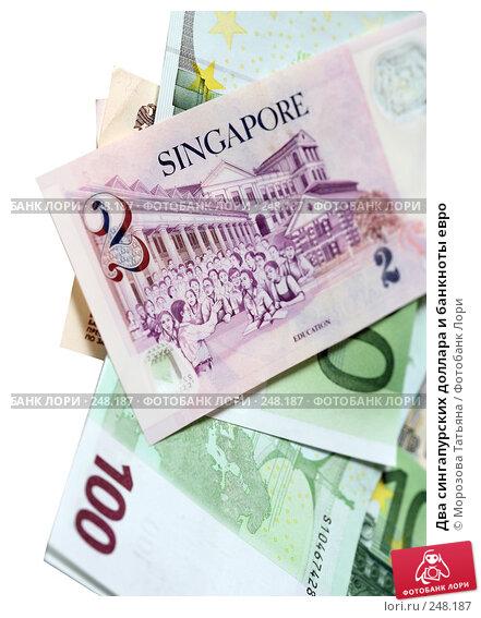 Два сингапурских доллара и банкноты евро, фото № 248187, снято 9 апреля 2008 г. (c) Морозова Татьяна / Фотобанк Лори