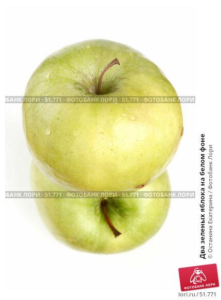 Два зеленых яблока на белом фоне, фото № 51771, снято 17 марта 2007 г. (c) Останина Екатерина / Фотобанк Лори