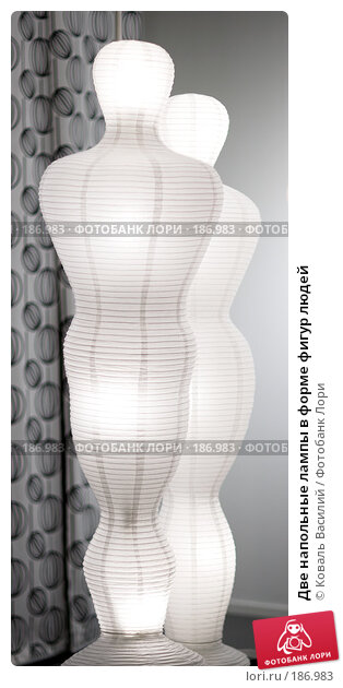 Купить «Две напольные лампы в форме фигур людей», фото № 186983, снято 20 января 2008 г. (c) Коваль Василий / Фотобанк Лори