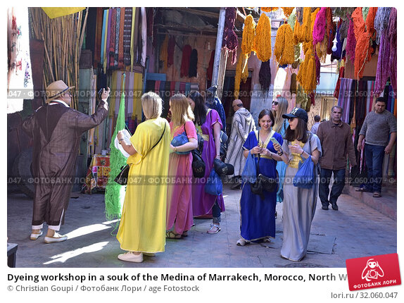 Dyeing workshop in a souk of the Medina of Marrakech, Morocco, North West Africa. (2019 год). Редакционное фото, фотограф Christian Goupi / age Fotostock / Фотобанк Лори