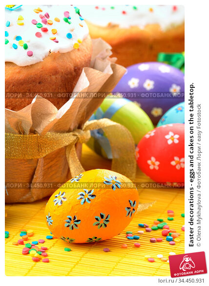 Easter decorations - eggs and cakes on the tabletop. Стоковое фото, фотограф Olena Mykhaylova / easy Fotostock / Фотобанк Лори