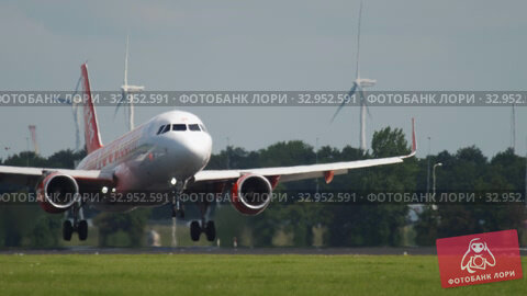 EasyJet Airbus A320 landing (2017 год). Редакционное видео, видеограф Игорь Жоров / Фотобанк Лори