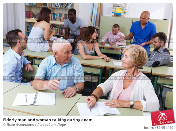 Elderly man and woman talking during exam. Стоковое фото, фотограф Яков Филимонов / Фотобанк Лори