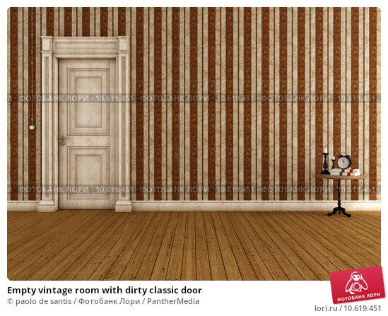 Empty vintage room with dirty classic door. Стоковое фото, фотограф paolo de santis / PantherMedia / Фотобанк Лори