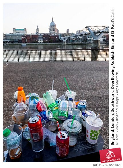 England, London, Southwark, Overflowing Rubbish Bin and St.Paul's Cathedral. Стоковое фото, фотограф Steve Vidler / age Fotostock / Фотобанк Лори