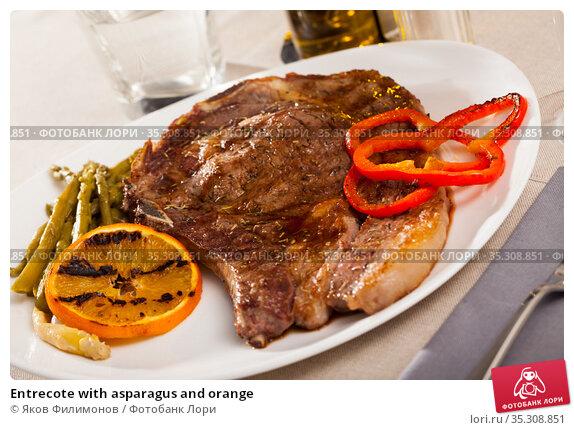 Entrecote with asparagus and orange. Стоковое фото, фотограф Яков Филимонов / Фотобанк Лори