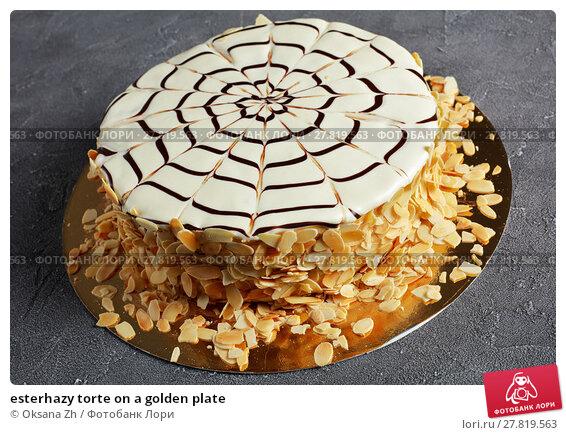 Купить «esterhazy torte on a golden plate», фото № 27819563, снято 8 февраля 2018 г. (c) Oksana Zhupanova / Фотобанк Лори