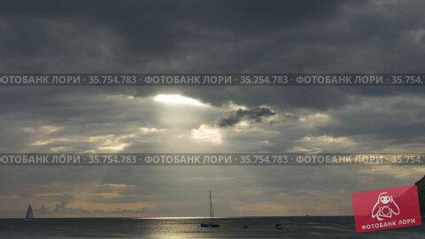 Evening time-lapse clouds and yachts at sea. Стоковое видео, видеограф Игорь Жоров / Фотобанк Лори