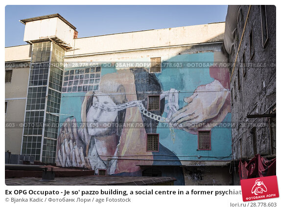 Купить «Ex OPG Occupato - Je so' pazzo building, a social centre in a former psychiatric hospital occupied by Italian left wing activists, Naples, Italy.», фото № 28778603, снято 15 мая 2018 г. (c) age Fotostock / Фотобанк Лори