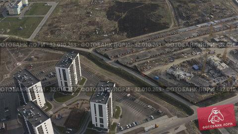 Купить «expansion of the urban part. Territory development with new residential complexes», видеоролик № 32010263, снято 27 апреля 2019 г. (c) Aleksandr Sulimov / Фотобанк Лори