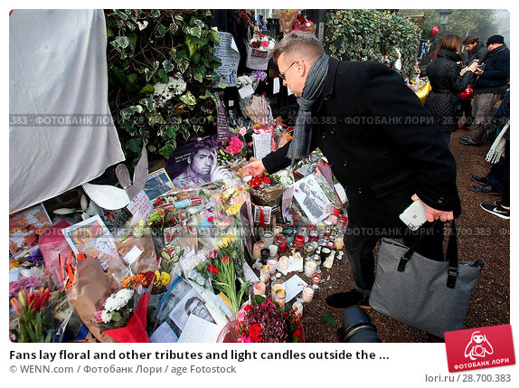 Купить «Fans lay floral and other tributes and light candles outside the home of singer George Michael in memory of the popular performer. His Range Rover has...», фото № 28700383, снято 28 декабря 2016 г. (c) age Fotostock / Фотобанк Лори