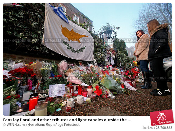 Купить «Fans lay floral and other tributes and light candles outside the home of singer George Michael in memory of the popular performer. His Range Rover has...», фото № 28700863, снято 28 декабря 2016 г. (c) age Fotostock / Фотобанк Лори