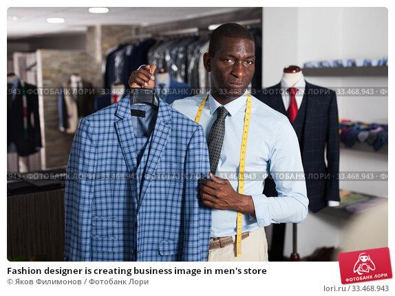 Купить «Fashion designer is creating business image in men's store», фото № 33468943, снято 8 июля 2020 г. (c) Яков Филимонов / Фотобанк Лори