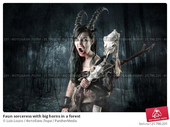 Купить «Faun sorceress with big horns in a forest», фото № 21790231, снято 22 мая 2019 г. (c) PantherMedia / Фотобанк Лори