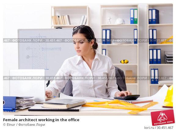 Female architect working in the office. Стоковое фото, фотограф Elnur / Фотобанк Лори