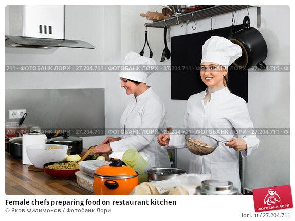 Купить «Female chefs preparing food on restaurant kitchen», фото № 27204711, снято 19 ноября 2017 г. (c) Яков Филимонов / Фотобанк Лори