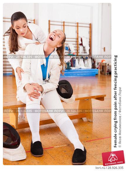 Купить «Female crying from pain after fencing practicing», фото № 28926335, снято 11 июля 2018 г. (c) Яков Филимонов / Фотобанк Лори