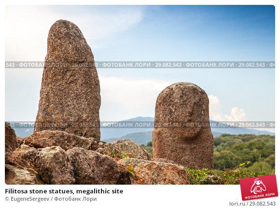 Купить «Filitosa stone statues, megalithic site», фото № 29082543, снято 20 августа 2018 г. (c) EugeneSergeev / Фотобанк Лори