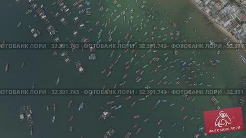 Купить «Fishing boats and fisherman houses on the water in Vietnam», видеоролик № 32391743, снято 4 ноября 2019 г. (c) Aleksejs Bergmanis / Фотобанк Лори