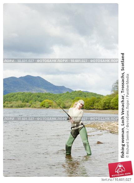 fishing woman, Loch Venachar, Trossachs, Scotland. Стоковое фото, фотограф Richard Semik / PantherMedia / Фотобанк Лори