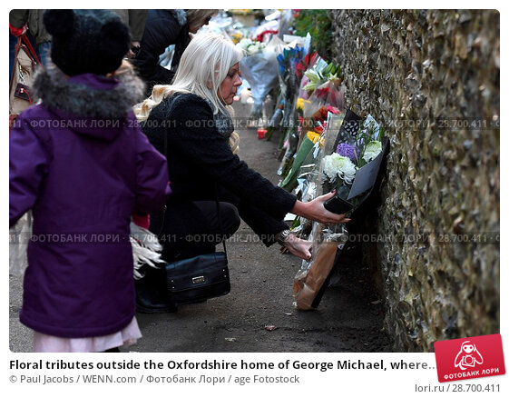 Купить «Floral tributes outside the Oxfordshire home of George Michael, where he was found dead on Christmas Day at Goring-on-Thames Featuring: Atmosphere Where...», фото № 28700411, снято 28 декабря 2016 г. (c) age Fotostock / Фотобанк Лори
