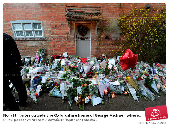 Купить «Floral tributes outside the Oxfordshire home of George Michael, where he was found dead on Christmas Day at Goring-on-Thames Featuring: Atmosphere Where...», фото № 28700547, снято 28 декабря 2016 г. (c) age Fotostock / Фотобанк Лори