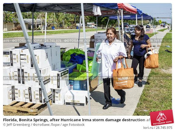Купить «Florida, Bonita Springs, after Hurricane Irma storm damage destruction aftermath, disaster relief recovery, donations distribution site point, Hispanic, woman,», фото № 28745975, снято 26 сентября 2017 г. (c) age Fotostock / Фотобанк Лори