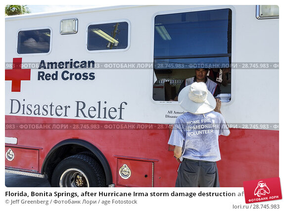 Купить «Florida, Bonita Springs, after Hurricane Irma storm damage destruction aftermath, disaster recovery relief, donations distribution site point, Red Cross...», фото № 28745983, снято 26 сентября 2017 г. (c) age Fotostock / Фотобанк Лори