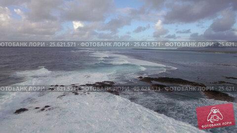 Купить «Foamy waves of Indian Ocean, aerial view», видеоролик № 25621571, снято 4 ноября 2016 г. (c) Данил Руденко / Фотобанк Лори