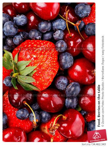 Food. Berries on the table. Стоковое фото, фотограф Zoonar.com/Yeko Photo Studio / easy Fotostock / Фотобанк Лори