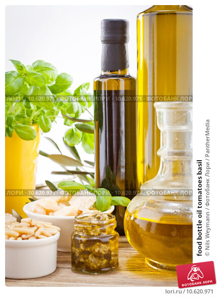 food bottle oil tomatoes basil. Стоковое фото, фотограф Nils Weymann / PantherMedia / Фотобанк Лори