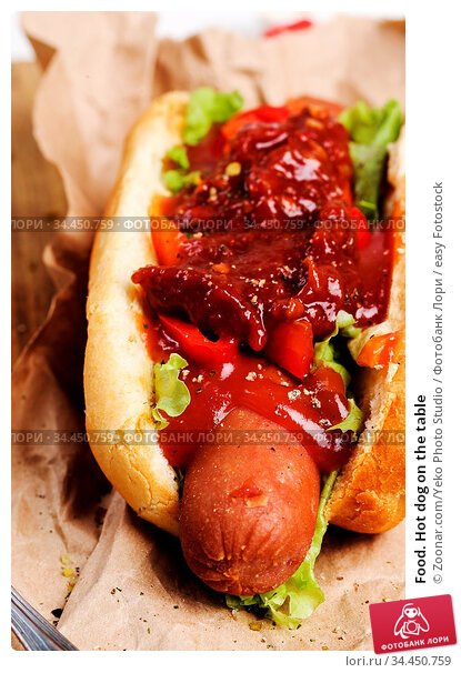 Food. Hot dog on the table. Стоковое фото, фотограф Zoonar.com/Yeko Photo Studio / easy Fotostock / Фотобанк Лори