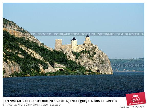 Fortress Golubac, entrance Iron Gate, Djerdap gorge, Danube, Serbia. Стоковое фото, фотограф R. Kunz / age Fotostock / Фотобанк Лори