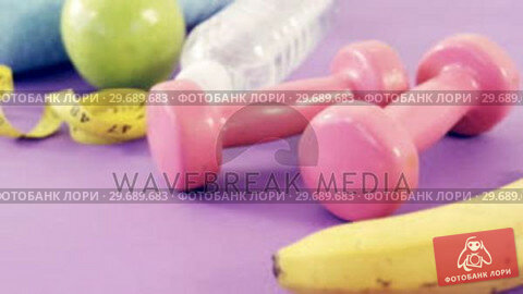 Купить «Fruits, napkin, measuring tape, dumbbells and water bottle», видеоролик № 29689683, снято 24 августа 2016 г. (c) Wavebreak Media / Фотобанк Лори