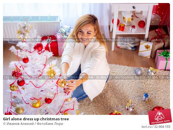 Girl alone dress up christmas tree. Стоковое фото, фотограф Иванов Алексей / Фотобанк Лори