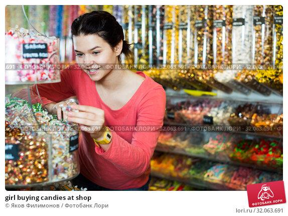 girl buying candies at shop. Стоковое фото, фотограф Яков Филимонов / Фотобанк Лори