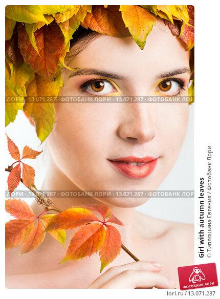 Купить «Girl with autumn leaves», фото № 13071287, снято 3 ноября 2015 г. (c) Типляшина Евгения / Фотобанк Лори