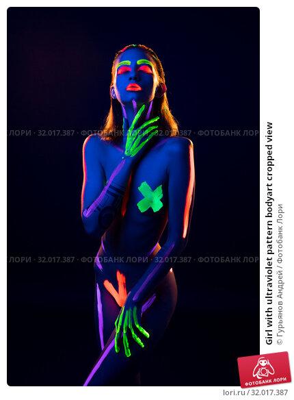 Купить «Girl with ultraviolet pattern bodyart cropped view», фото № 32017387, снято 31 июля 2019 г. (c) Гурьянов Андрей / Фотобанк Лори
